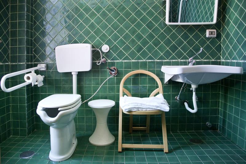 Napoli hotel d anna albergo due stelle nel cuore di - Misure per bagno disabili ...